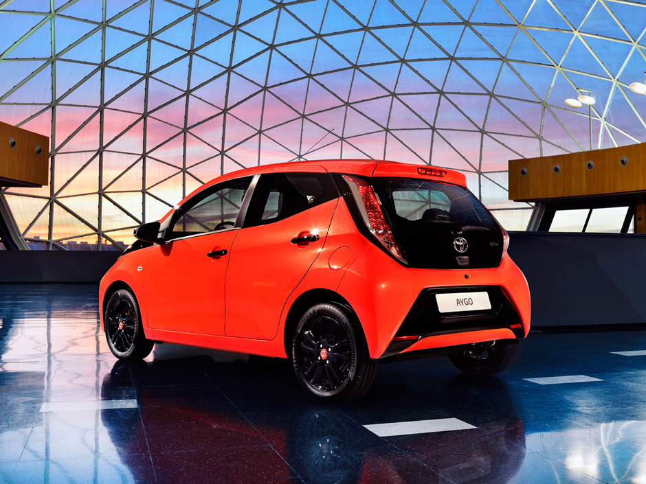 toyota aygo prive lease lcx lease. Black Bedroom Furniture Sets. Home Design Ideas